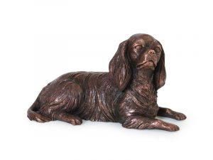 Beautiful figurine Cavalier King Charles Spaniel keepsake urns for pet cavvy CKCS dog ashes. Can be personalised.