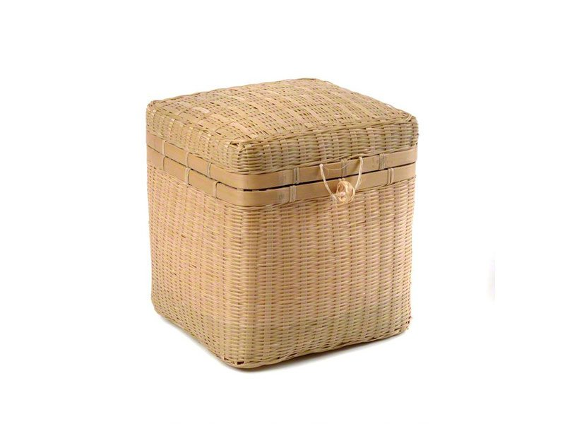 Our lovely woven bamboo ashes urn caskets are made from environmentally friendly natural bamboo and look lovely in any setting. They can be personalised with engraved name plates or our heart-shaped name tags