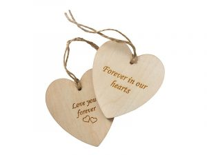 Heart shaped wooden keepsake tags to attach a name or personal message to your pet's ashes urn or as keepsakes. Can be engraved, personalised or decorated. Perfect for children as a keepsake of a beloved pet.